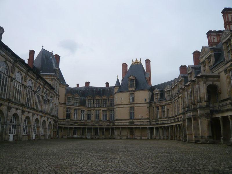 Cour-Ovale,-château-de-Font