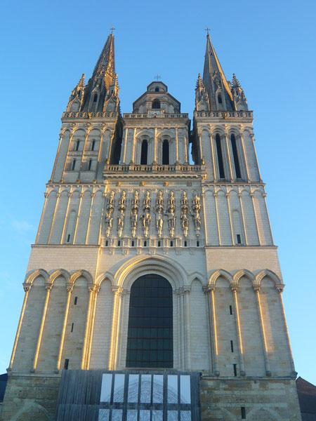 Façade-Cathédrale,-Angers