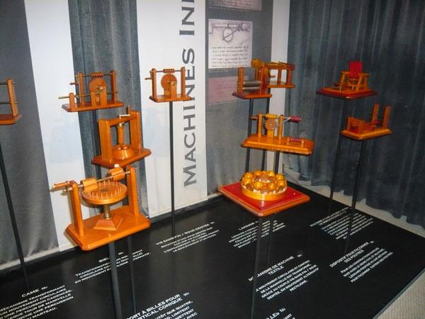 Maquettes-inventions-de-Léonard-de-Vinci,-château-du-Clos-Lucé,-Amboise-(6)