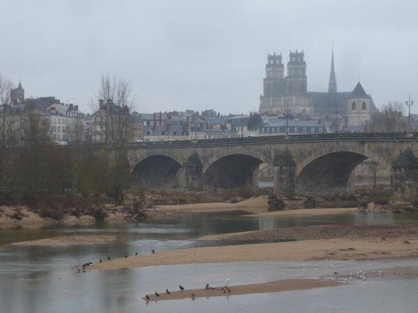 Vue-depuis-les-bords-de-Loire,-Orléans