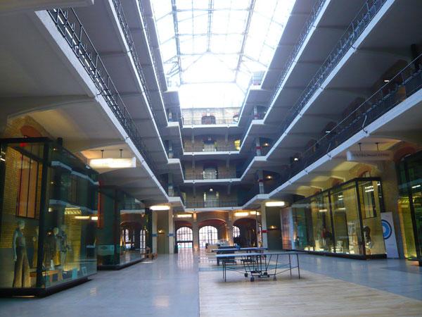 Intérieur-du-bâtiment-princ