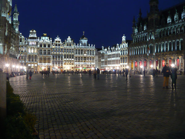 La-Grand-Place-de-nuit,-Bru