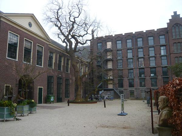 Bâtiment-Hortus-Botanicus,-