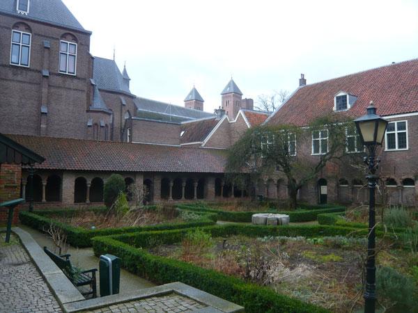 Pandhof-St-Marie,-Utrecht-(