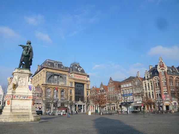Place-Vrijdag-Markt,-Gand