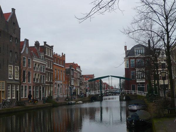 Quais-Oude-Rijn,-Leyde