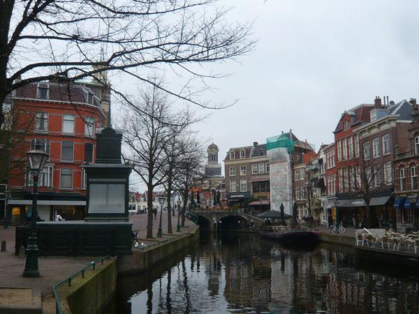 Quais-du-Nieuwe-Rijn,-Leyde