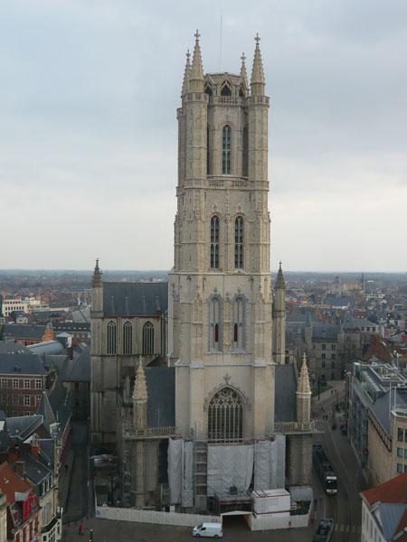 Vue-sur-la-cathédrale-St-Ba