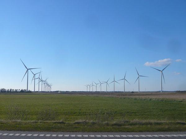 Alignement-d'éoliennes,-Lim