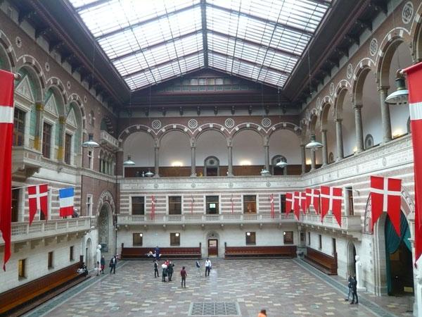 Hall-de-l'Hôtel-de-Ville-de
