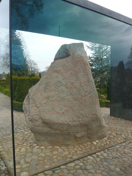 Pierres-runiques,-musée-Jel
