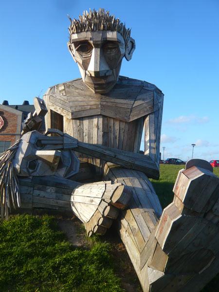 Sculpture-en-bois-Géant,-ba