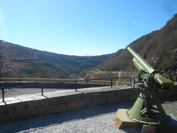 Canon-War-Memorial,-Fossen-