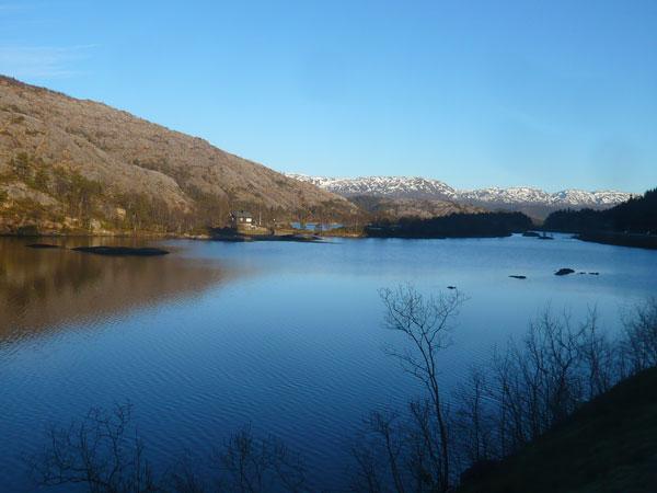 Lac-entre-Trengereid-et-Sam