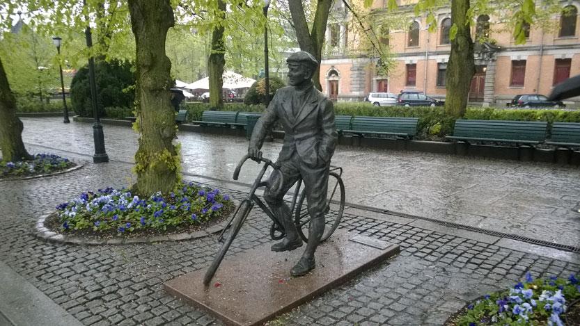 Statue-Cycliste,-Karl-Johan