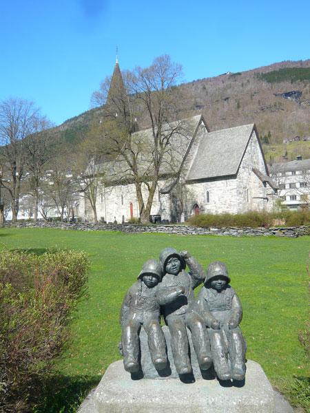 Statue-enfants,-église-de-V