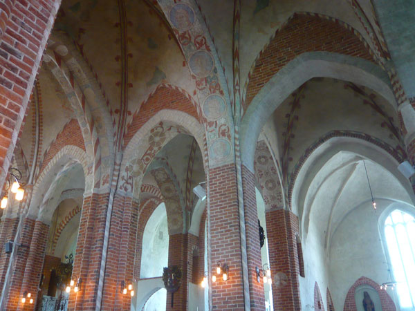 Arche-en-briques-et-fresque