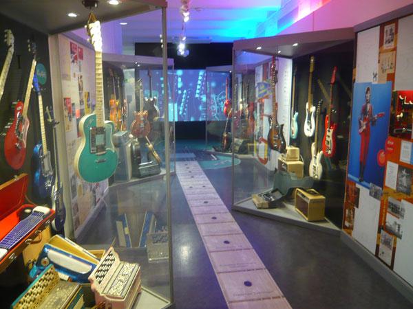 Exposition-guitares-Hagstro