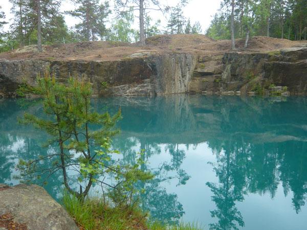 Lac-bleu-issu-d'une-mine