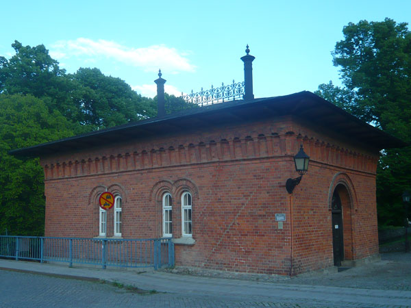 Maison-des-Turbines,-Väster