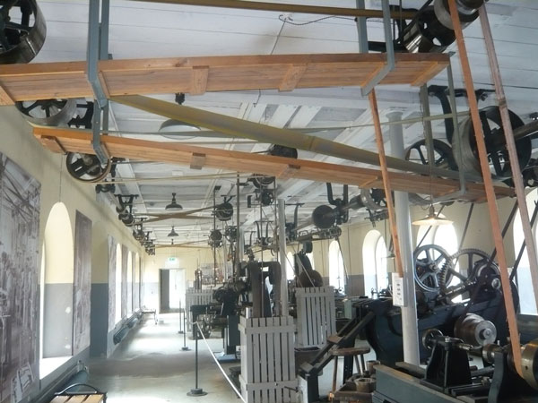 Pièce-des-machines-révoluti