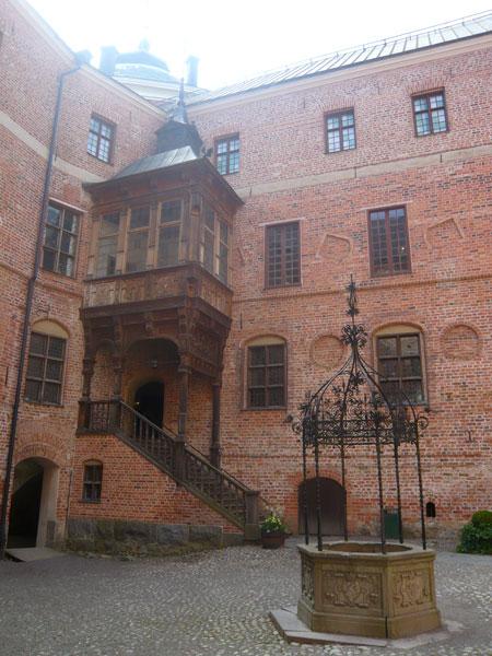Cour-intérieure-avec-escali