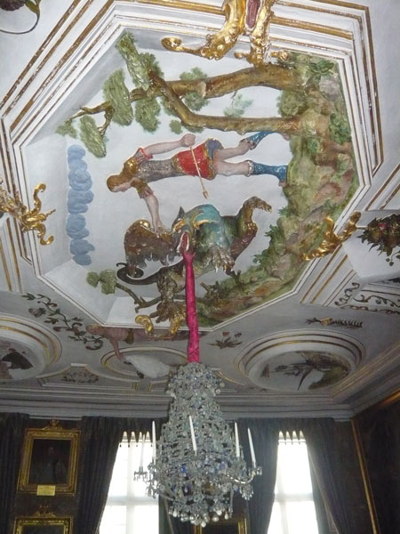 Détail-plafond-de-la-salle-