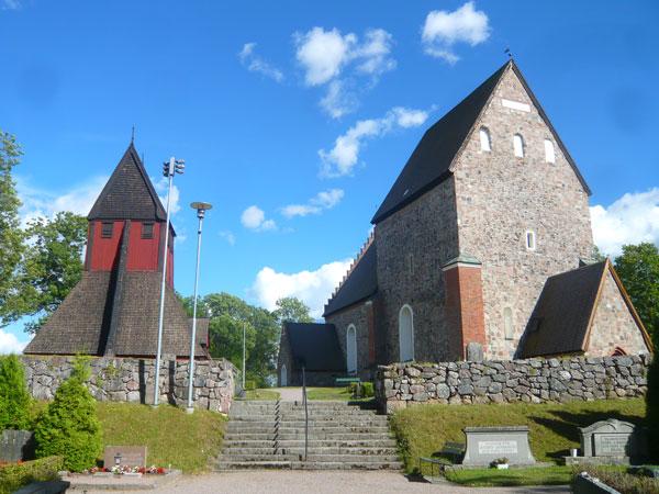 Eglise-et-clocher-de-Gamla-