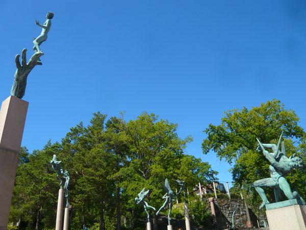 Statues-sur-pilier,-Parc-du