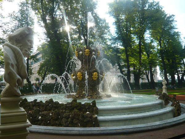 Crowning-Fountain,-Summer-G