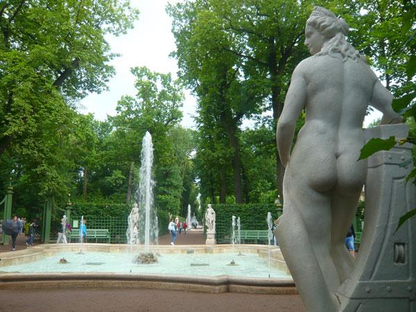 Fontaine-Summer-Garden,-Sai