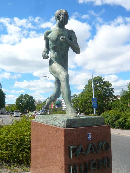 Statue-Paavo-Nuurmi,-Turku-