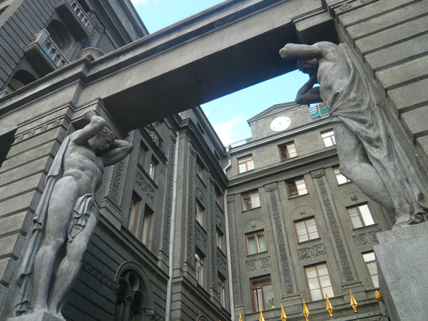 Statues-façades-du-bâtiment