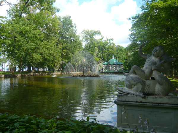 Sun-Fountain,-Lower-Park,-P